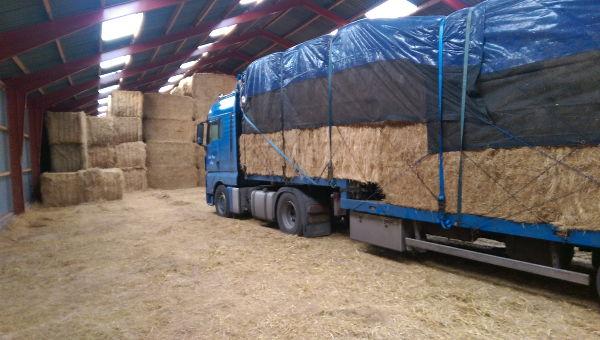 Anton Ponne transport vrachtwagen met schuifzeiltrailer stro opslag